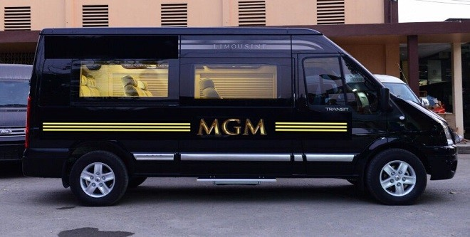 MGM tiếp nhận 10 xe Ford Transit Luxury đời 2017 màu đen sang trọng