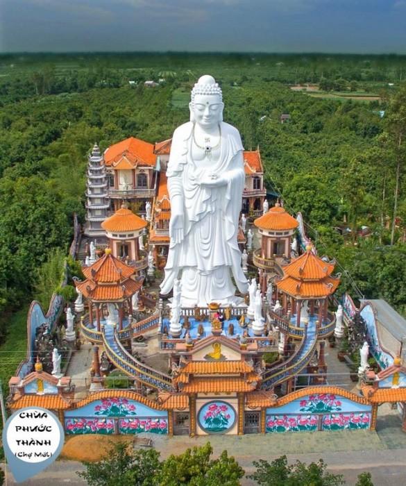 Thuê xe du lịch 16 chỗ đi Chợ Mới, An Giang ghé thăm chùa Phước Thành nổi tiếng