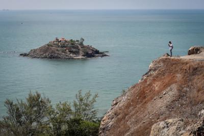 Đồi Con Heo - điểm ngắm toàn cảnh phố biển...