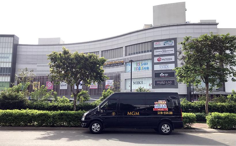 Xe 16 chỗ MGM cổ động Đội tuyển Việt Nam