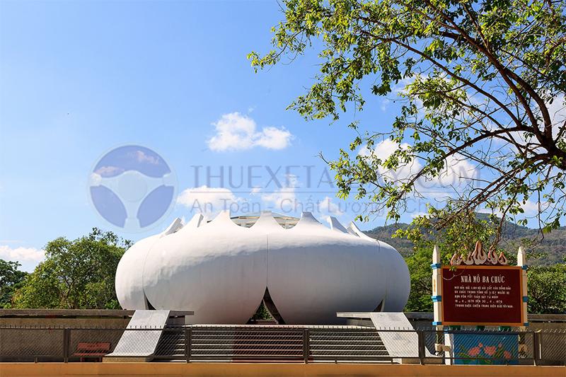 Nhà mồ Ba Chúc ở An Giang