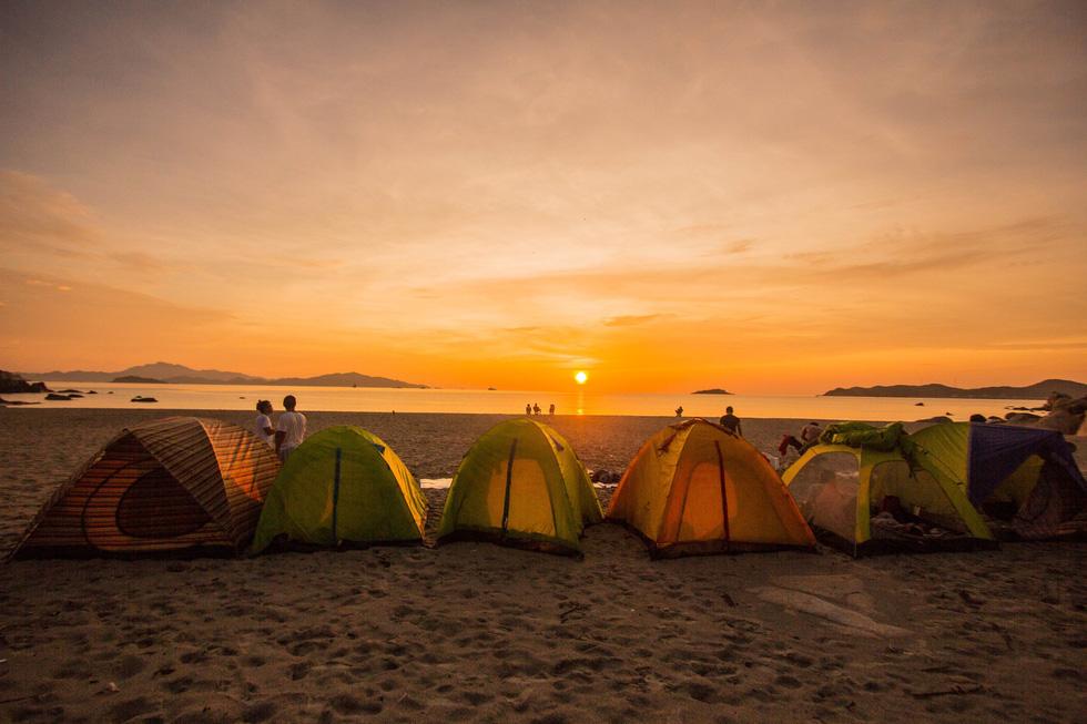 cắm trại ngắm mặt trời mọc ở lý sơn