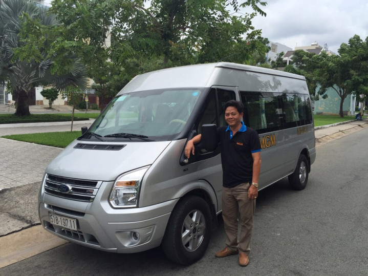 xe du lịch 16 chỗ Ford Transit Luxury MGM